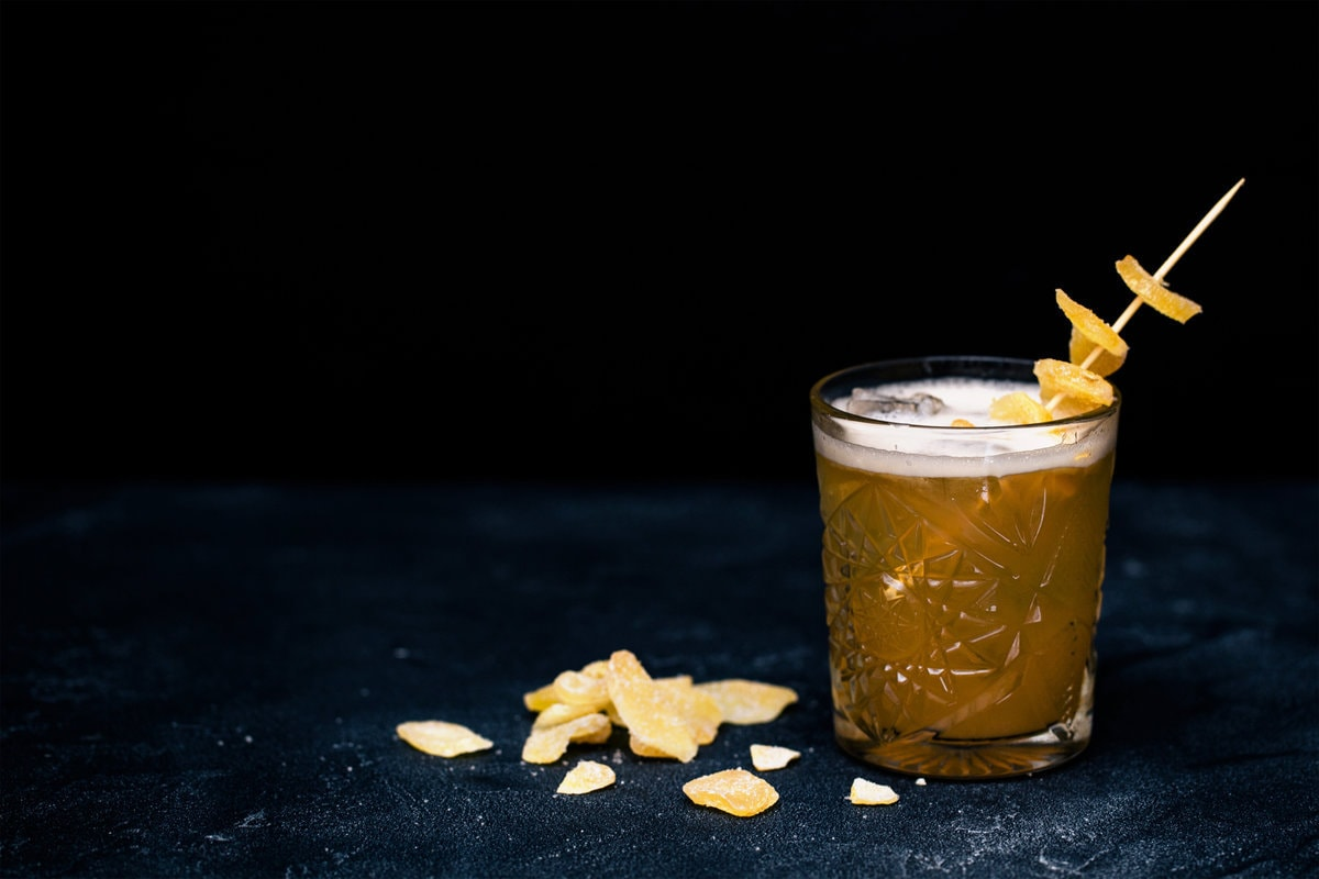 A cocktail made form whiskey and ginger beer